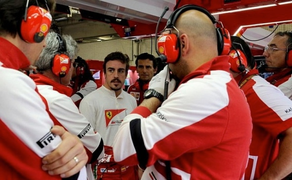 Intense discussions in the Ferrari garage during the German GP. Alonso leads an emergency meeting.